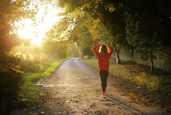 Marcher 30 minutes par jour, ça change quoi?